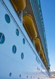 lifeboats над portholes стоковые фото
