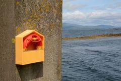 Lifebouy на стене гавани Стоковое Изображение RF