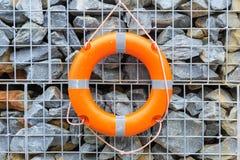Lifebuoy有石背景,曼谷在泰国 免版税库存图片