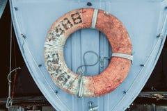 Lifebuoy附有了小船 库存图片