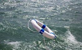 Lifebuoy,救生带,在海洋风暴的救护设备作为帮助设备 库存图片
