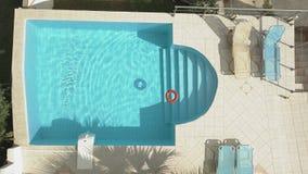 Lifebuoy σε μια πισίνα φιλμ μικρού μήκους