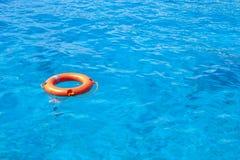 Lifebuoy в голубом море Стоковые Фотографии RF