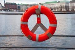 Lifebuoy край озера стоковые фотографии rf