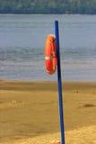 Lifebuoy auf dem Strand Stockfotografie