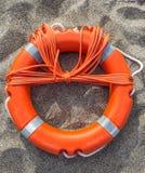 Lifebuoy auf Sand Lizenzfreies Stockbild
