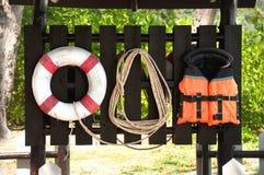 Lifebuoy, chaleco salvavidas y cuerda Fotos de archivo