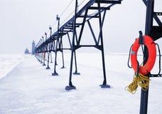 Lifebuoy en azul del invierno Imágenes de archivo libres de regalías