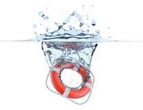 Lifebuoy en chapoteo del agua Foto de archivo libre de regalías