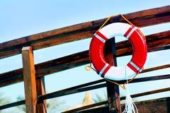 Lifebuoy na drewnianym ogrodzeniu Zdjęcia Stock