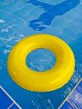 Lifebuoy nella piscina Fotografie Stock Libere da Diritti