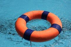 Lifebuoy pływanie Fotografia Stock