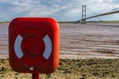 Lifebuoy przy Humber mostem, UK zdjęcia royalty free