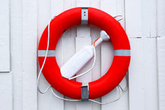 Lifebuoy rojo Fondo blanco de la pared Imagen de archivo libre de regalías