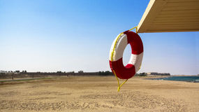 Lifebuoy sur la plage Photo stock