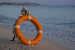 Lifebuoy sur la plage Photos stock
