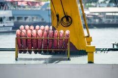 Lifebuoys гребло сторону - мимо - сторона Стоковые Фотографии RF