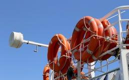 Lifebuoys (спасатели) в пассажирском корабле Стоковые Изображения RF