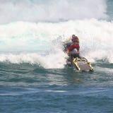 Lifeguard που ασκεί την ωκεάνια διάσωση στοκ εικόνες