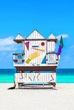 Όμορφη νότια παραλία στο Μαϊάμι με τους διάσημους πύργους lifeguard μέσα Στοκ Εικόνες