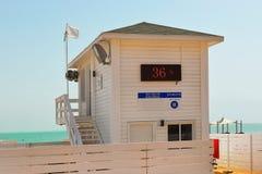 Lifeguards θαλάμων στην παραλία Ein Bokek, νεκρή θάλασσα, Ισραήλ Στοκ Εικόνες