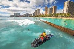 Lifeguards στο αεριωθούμενο σκι Waikiki Στοκ Φωτογραφία