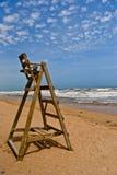 Lifegueard-Stuhl auf Strand Lizenzfreies Stockfoto