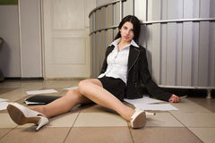 Lifeless businesswoman in a office Royalty Free Stock Photos