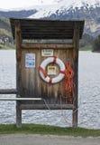 Lifering à côté d'un lac Photo stock
