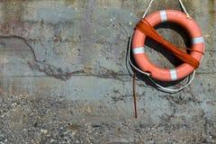Lifesaver στον αρχαίο τοίχο Στοκ Φωτογραφίες