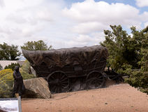 Lifesize skulptur på slutet av Santa Fe Wagon Train Trail i USA Arkivfoton