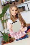lifestyle Muchacha atractiva con la tableta Imagen de archivo