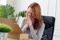 lifestyle piękna biurowa kobieta obraz stock