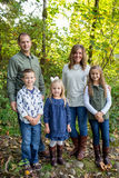 Lifestyle Portrait of a Five Person Family Outdoors Royalty Free Stock Photos