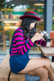 Lifestyle portrait of pretty young Photographer  woman Royalty Free Stock Photos