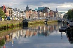 Liffey del fiume a Dublino Irlanda, livellante indicatore luminoso Fotografia Stock