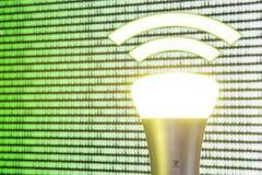 Lifi symbol z żarówką przed ekranem Zdjęcia Royalty Free