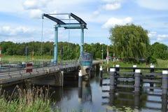 Lift-brug over rivier Stock Foto's