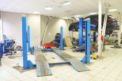 Lift in the car-care workshop Royalty Free Stock Photos