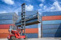 Lifter крана регулируя загрузку коробки контейнера Стоковое Фото
