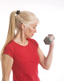 Lifting her weights Royalty Free Stock Photos