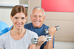 Lifting weights in fitness center Royalty Free Stock Photography