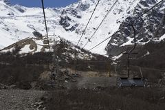 Liftkabelwagen in de bergen Royalty-vrije Stock Foto's