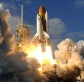 Liftoff da canela de espaço   Foto de Stock