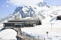 Liftpost om naar de Hintertux-Gletsjer in Aus te gaan Stock Afbeelding