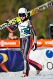 A ligação em ponte de esqui compete no FIS Ski Jumping World Cup Ladies Imagens de Stock