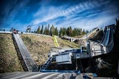 Ligação em ponte de esqui do verão foto de stock