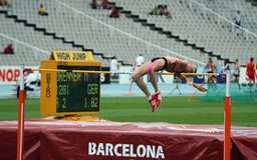 A ligação em ponte elevada Melina Brenner compete no salto elevado Fotos de Stock Royalty Free