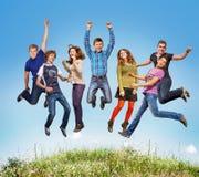 Ligações em ponte adolescentes felizes Imagem de Stock Royalty Free