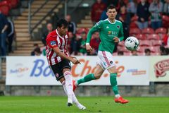 Liga av Irland den f?rsta uppdelningsmatchen mellan Cork City FC vs Derry City FC royaltyfri bild